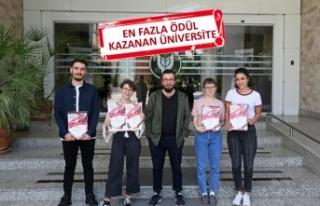 Tasarım yarışmasında Yaşar Üniversitesi'ne...