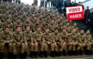 Çok sesli İzmir marşı duygulandırdı!