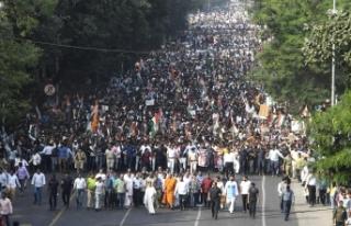 Hindistan'da protestolar sürüyor: Binlerce...