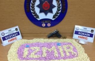 İzmir'de 21 bin uyuşturucu hapa 3 tutuklama