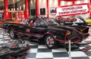Klasik otomobil müzesinde sergilenen imzalı 'Batmobile',...