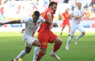 Göztepe, Antalya'da işi ilk yarıda bitirdi