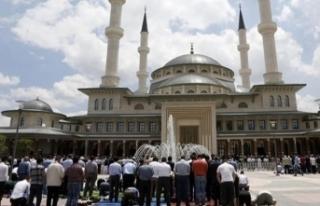 Türkiye'de sadece bir camide cuma namazı kılınacak