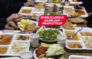 İzmirli kadınlar polis ve bekçilere iftarlık hazırladı