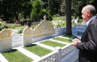 Cumhurbaşkanı Erdoğan anne ve babasının kabirlerini...