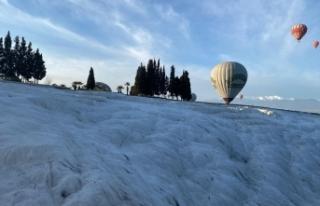 """Balonlar """"beyaz cennetin"""" üzerinde uçmak..."""