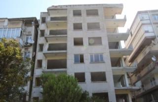 Bayraklı'da yan yatan bina onayın ardından...