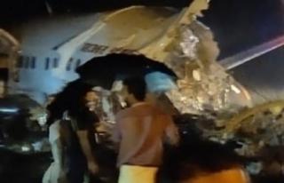 Hindistan'da iniş sırasında uçak ikiye bölündü