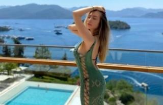 Yasmin Erbil pembe mini elbisesiyle beğeni topladı