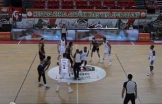 Pınar Karşıyaka: 65 - Petkimspor: 54