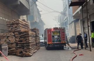 Karabağlar'da yangın hasara neden oldu