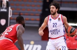 Olympiakos: 79 - Anadolu Efes: 84