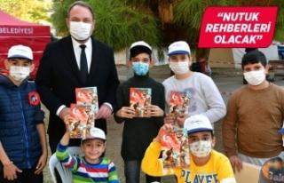 Başkan Gümrükçü Ata'yı deprem mağduru çocuklarla...
