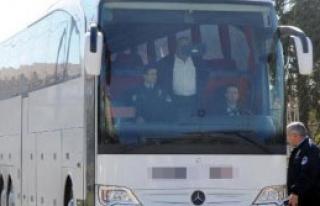 Şoför İhbar Etti, Otobüsteki 20 Kaçak Yakalandı