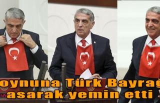Boynuna Türk Bayrağı Asarak Yemin Etti
