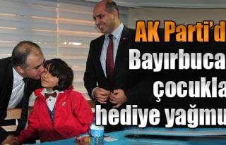 AK Parti'den Bayırbucaklı Çocuklara Hediye Yağmuru