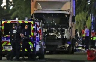 Dünya Fransa'daki Terör Saldırısına Karşı Ayağa...