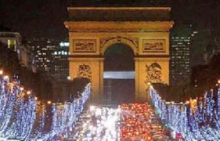 Paris'te Noel Işıkları Söndü