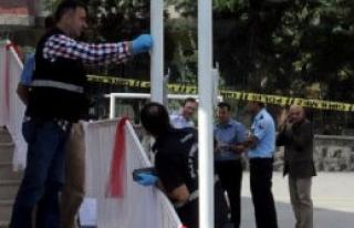 Okulun Türk Bayrağını Aldılar