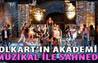 Folkart'ın Akademisi Müzikal ile Sahnede