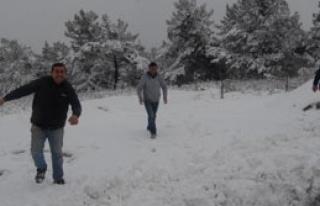 Kiraz'da Ulaşıma Kar Engeli