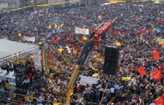 İzmir'de nevruz kutlamasına 8 bin kişi katıldı