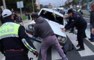 Zonguldak'ta Otomobil Takla Attı