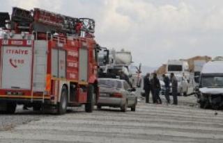 Kaçakları Taşıyan Minibüs Kaza Yaptı, 24 Yaralı