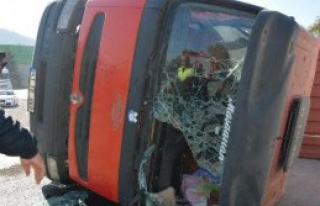 Devrilen Tır'ın Sürücüsü Yaralandı