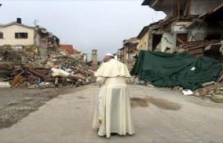 Papa Depremzedeleri Ziyaret Etti