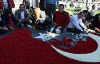 50 Bin Karanfille Türk Bayrağı Yaptılar