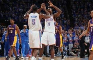L.A. Lakers Havlu Attı!