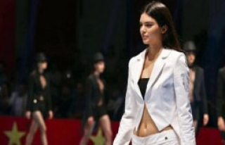 Kendall Jenner Antalya'da Podyuma Çıktı