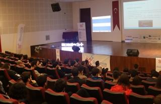 İYTE'de 'Güvenli İnternet' anlatıldı