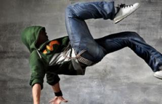 Kemiksiz Adamdan Dans Şov