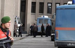 Gözaltındaki 6 Muvazzaf Asker Adliye'de