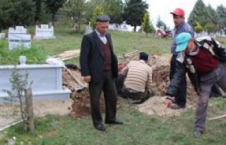 Mezarlıkta Dua Ederken Öldürdü