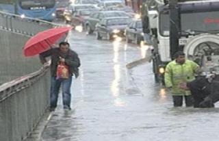 İstanbul'da 50 Ev ve İşyerini Su Bastı