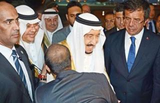Suudi Kralı Selman'a Şatafatlı Karşılama