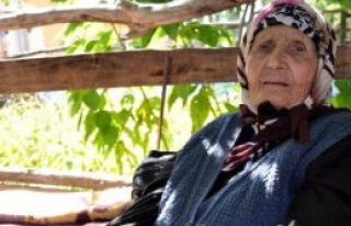 Asırlık Ninenin, Bayrak ve Atatürk Sevgisi