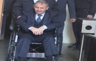 Tekerlekli Sandalye İle Geldi