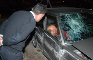 O kadar alkollüydü ki kaza yaptığını bile farketmedi!