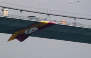 Galatasaray, Bayrağını Köprüye Çekti