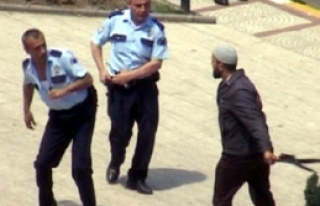 Polisi Kılıçla Doğramaya Kalktı