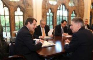 Hammond Kıbrıs'ta Temaslarda Bulundu