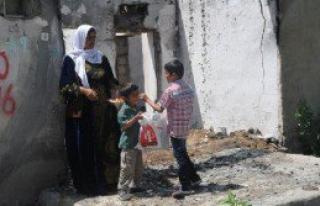 Çocuklar Yıkık Evlerden Şeker Topladı