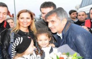 Beşiktaş'ı Taraftarları Meşalelerle Karşıladı