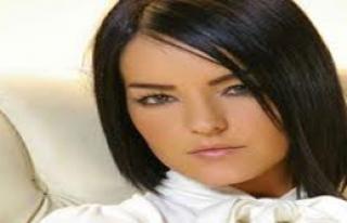 Şarkıcı Bengü'nün Aracı Kaza Yaptı 1 Ölü