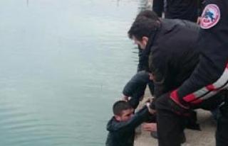 Polisten Kaçmak İçin Seyhan Nehri'ne Atladı