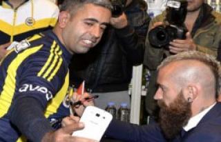 Fenerbahçeli Futbolcular Adana Fenerium'da İmza...